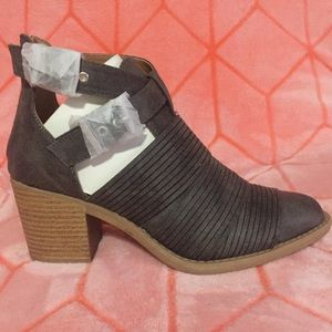NWT Grey/Distressed ankle booties